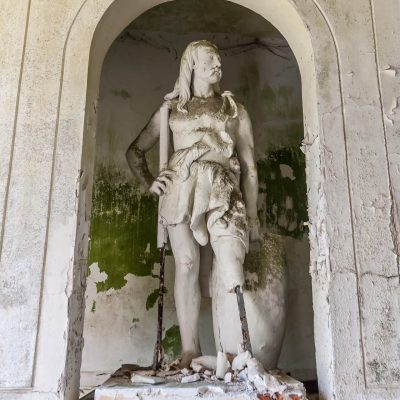 Gergovie statue